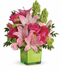 Photo of In Love With Lime Cube Vase with Roses  - TEV44-1A