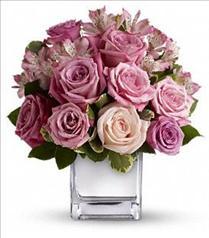 Photo of Faith Hill - Rose Rendezvous Bouquet - T405-1