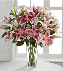 Photo of The FTD Simple Perfection Bouquet In Vase - B25-4390p