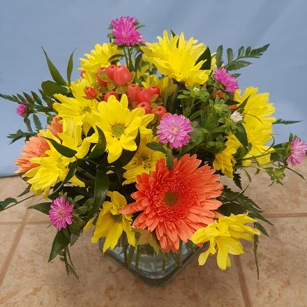 Photo of flowers: Hello Yellow & Orange Centerpiece