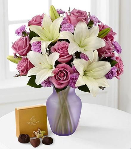 Photo of flowers: Lavender Twilight Roses and Lilies in Vase