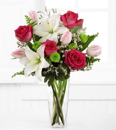 Photo of flowers: Floral Expressions Vase Lilies and Roses