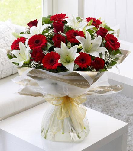 Photo of flowers: Red and White Hand Tied No Vase