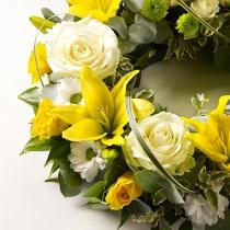 Photo of flowers: Classic Selection Wreath - Yellow and Cream