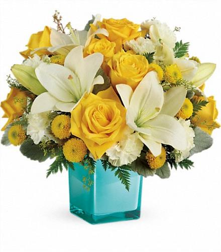 Photo of flowers: Golden Laughter Bouquet in Cube Vase
