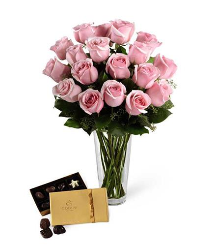 Photo of flowers: Rose and Chocolates Bouquet Vased