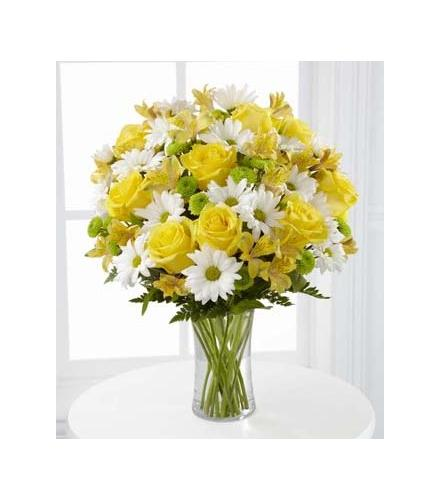 Photo of flowers: Sunny Sentiments in Vase with Roses